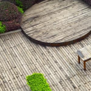 Thermowood terrasplanken in moderne woning