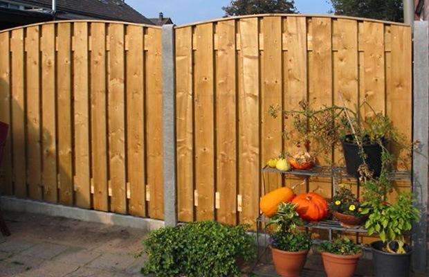 beton met geimpregneerd hout tuinscherm
